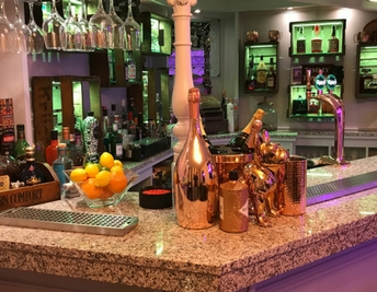 CUSTOMER FOCUS: HOME BAR