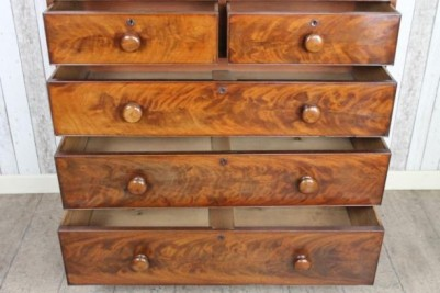 Chest of drawers in mahogany
