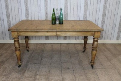 antique style dining table