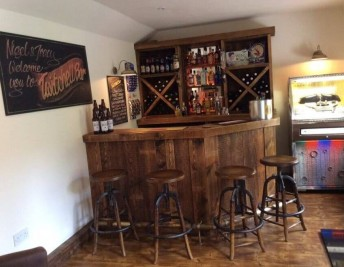 CUSTOMER FOCUS: RETRO HOME BAR DECOR