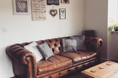Photo Credit: @jbri9253 - chesterfield style button back leather settee
