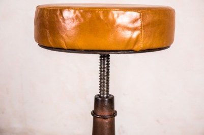 twist-height-bar-stool