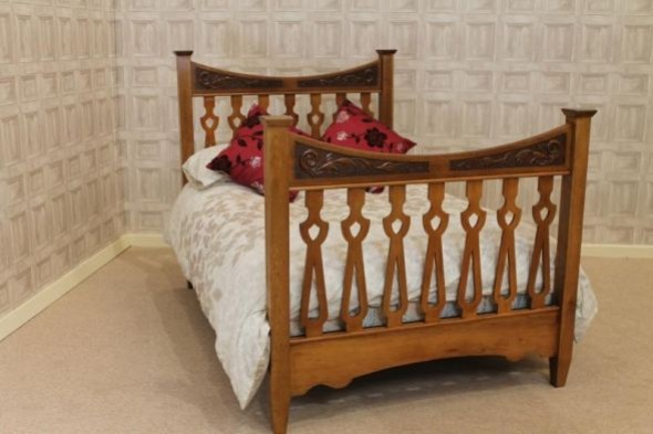 ARTS & CRAFTS OAK DOUBLE BED