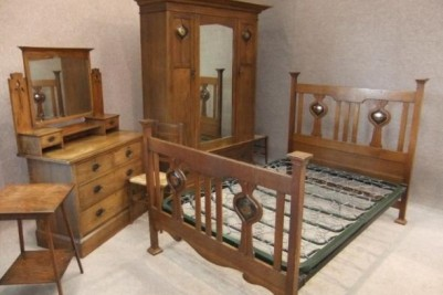 arts & crafts bedroom suite