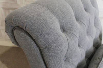 button detail sofa