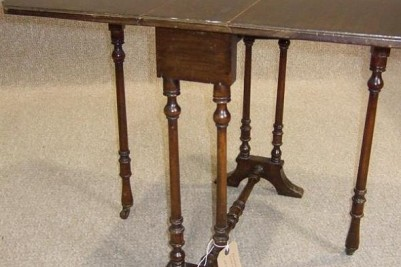 Edwardian walnut table