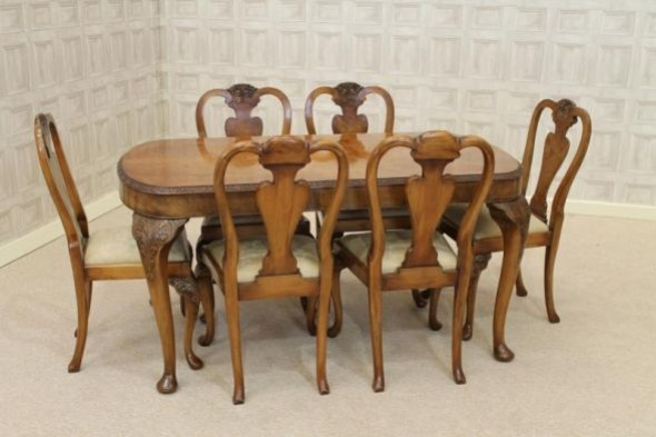 Queen Anne Style Dining Set Walnut Dining Table and Matching Chairs