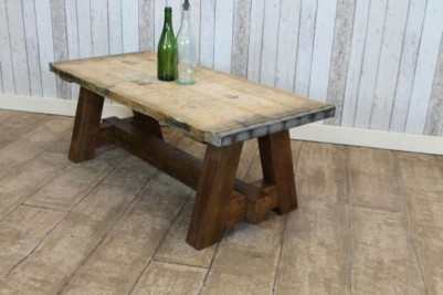 country farmhouse coffee table