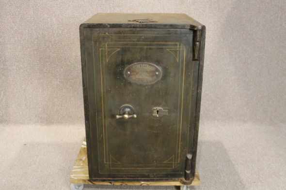Victorian Cast Iron Safe with Keys