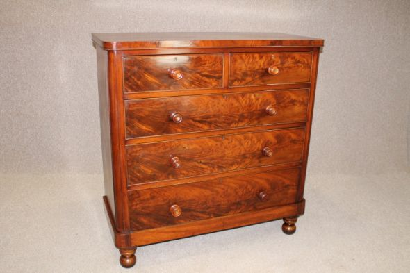 Victorian Chest of Drawers in Flamed Mahogany