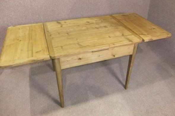 Victorian Farmhouse Table in Pine
