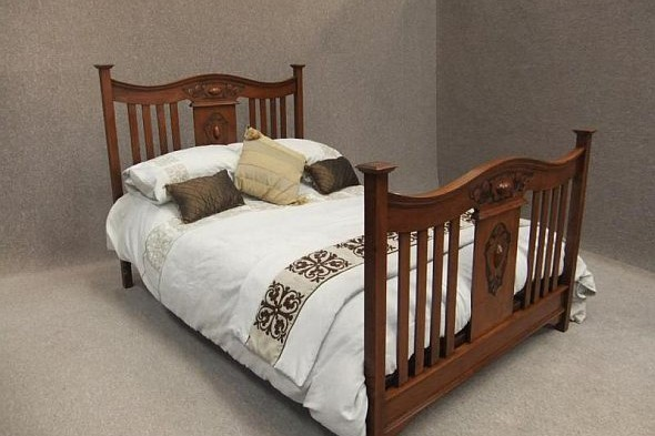 Victorian Double Bed in Walnut