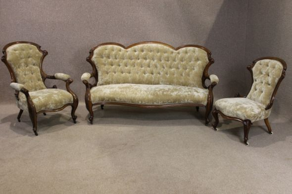 Victorian Three Piece Suite in Walnut