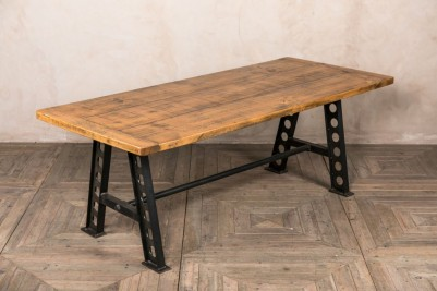 zeppelin table with cleated ends