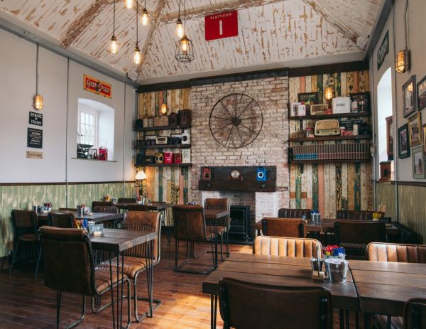 Coffee Shop Furniture: 8 Tips for