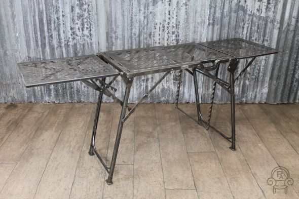 folding metal table001.jpg