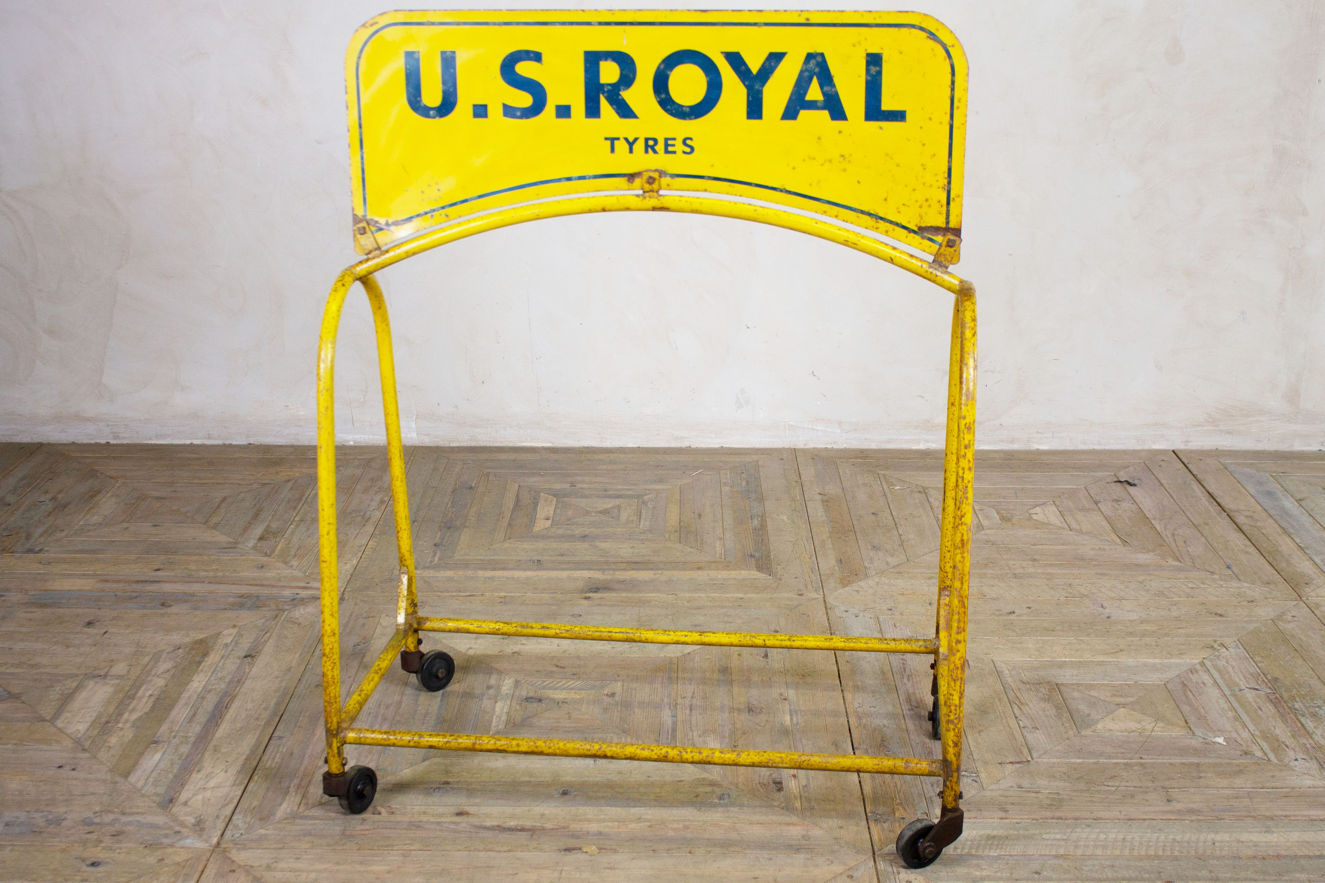 royal-us-tyre-display-stand