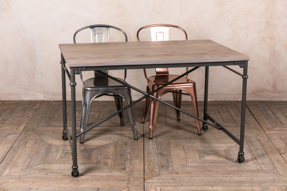 metal pipe table